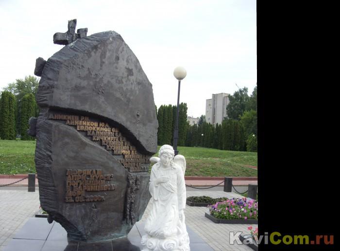 """Памятник подводникам курянам погибшим на АПЛ """"Курск"""" в г. Курске."""