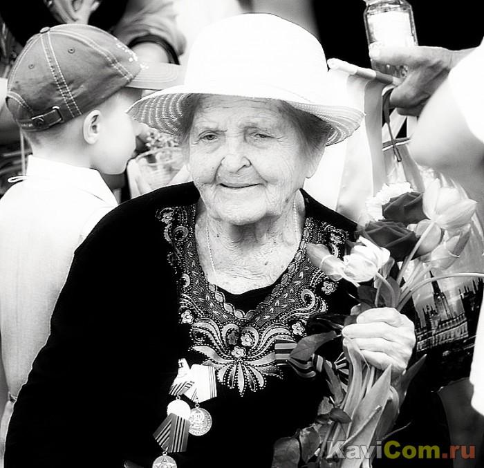 Дама  в белой  шляпке.....