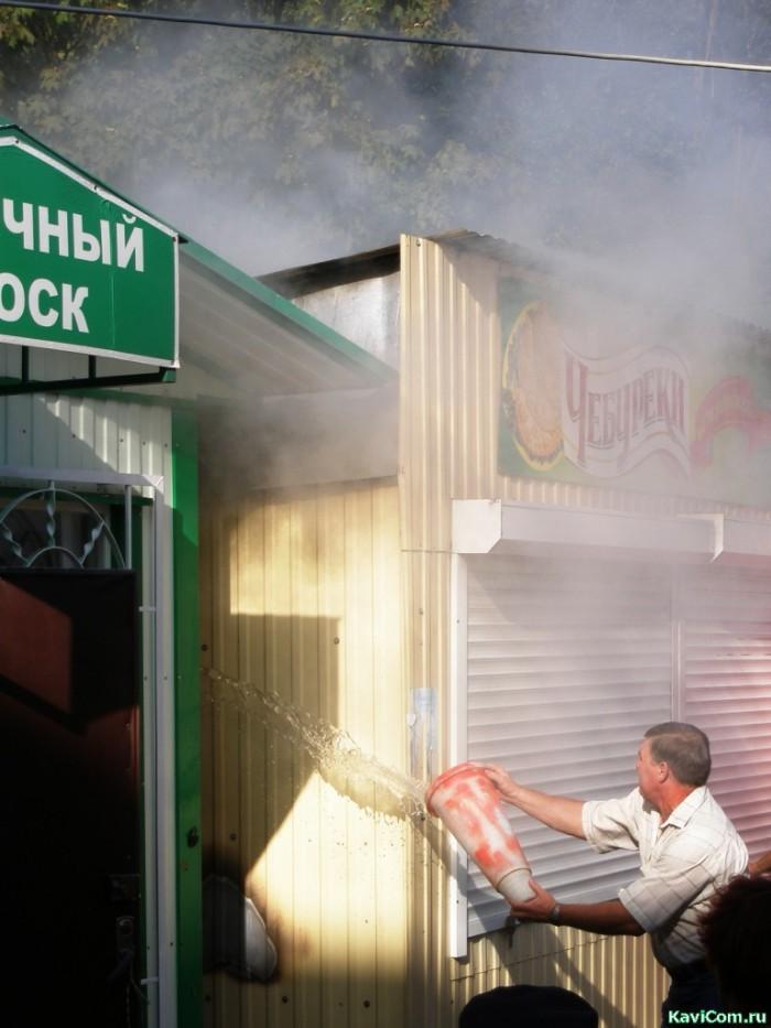 "горит  киоск ""чебуреки"" на рынке ""Болгарский"""