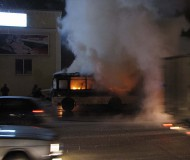 Горящий автобус на перекрестке ул. Ленина