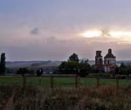 Старая церковь на закате.