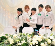 Прекрасные девушки и цветы