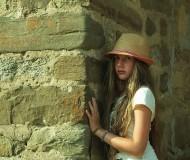 У крепостной стены.