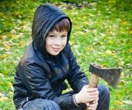 В лесу раздавался топор дровосека