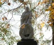 Памятник в районе Ж/Д