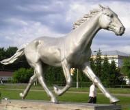 Памятник рысаку в Хреновом