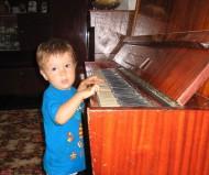 Я играю на рояле всеразличные сонеты...