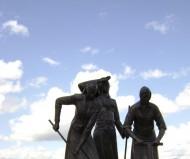 Памятник героическим женщинам-строителям дороги Старый Оскол-Ржава
