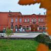 Здание театра в осеннюю пору