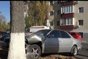 Сразу три автомобиля столкнулись в центре города