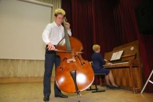 В Детской школе искусств Старого Оскола новый контрабас