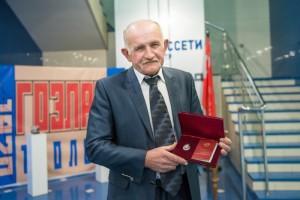 Врио губернатора Белгородской области вручил сотруднику Белгородэнерго государственную награду