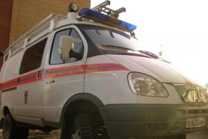 В результате ночной аварии в салоне ВАЗа был заблокирован пассажир