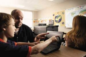 В Белгородской области учителей начальных классов оснастят ноутбуками
