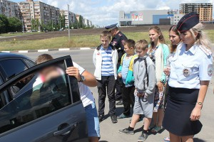 В Старом Осколе воспитанники воскресной школы призвали водителей удалить тонировку