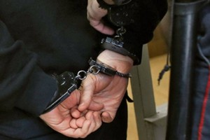 В Старом Осколе работники торгового центра помогли полицейским задержать подозреваемого в грабеже