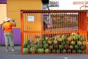 Уличная торговля арбузами