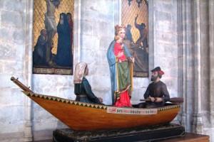 Дева Мария на песке - 1