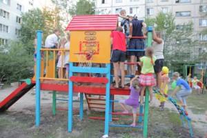 Жители Старого Оскола благодарят  ОЭМК за детские площадки.