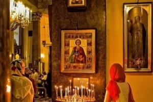 В РПЦ назвали незаконным эксперимент студентки, которая проверила иконы в московских церквях на нали
