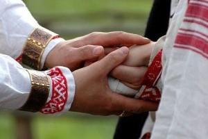 В белгородской родовой усадьбе прошёл первый обряд венчания по древнерусским традициям