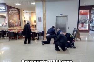 В ТРЦ БОШЕ задержали мужчину, раздевшегося до гола.