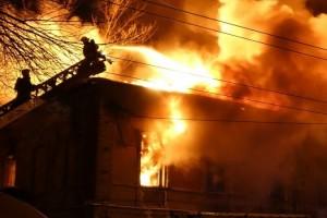 По факту гибели на пожаре молодой женщины возбуждено уголовное дело