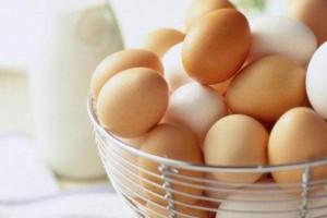Белые и коричневые куриные яйца: какие полезнее?