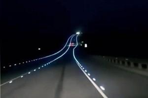 Светящаяся дорожная разметка.