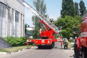 Пожарные провели учения в Оскольском политехническом колледже