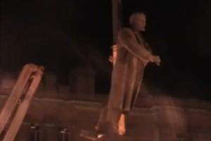 В Белгороде демонтировали памятник Ленину (видео)