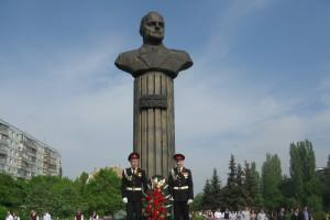 У маршала Жукова появился сосед-солдат!