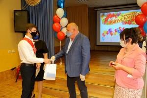 Медалисты получили подарки от Металлоинвеста