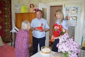 Староооскольские полицейские поздравили ветерана Великой Отечественной войны с Днем Победы