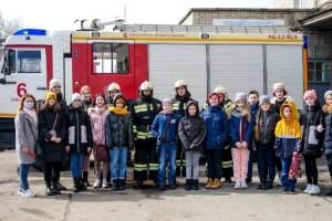 Ученики староосколькой школы № 38 побывали с экскурсией в пожарно-спасательной части