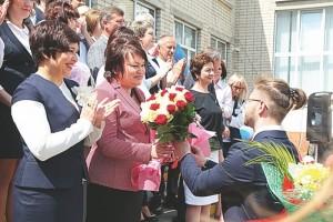 Металлурги поздравили выпускников с Последним звонком