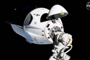 Космический корабль Crew Dragon успешно приводнился в океан